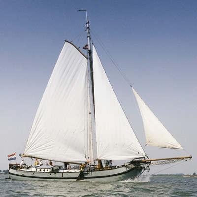 zeilen op IJsselmeer of Waddenzee met de hollandse tjalk Anna van Nieuwkoop vanuit Hoorn