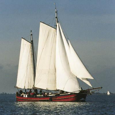 zeilen op IJsselmeer of Waddenzee met de klipperaak Vrouwe Frida Cornelia vanuit Monnickendam