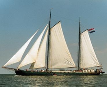 zeilen op IJsselmeer of Waddenzee met de tweemastklipper Josina Elisabeth vanuit Harlingen