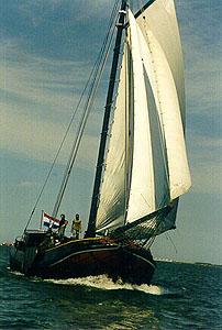 zeilen op IJsselmeer of Waddenzee met de tjalk Zuiderzee vanuit Monnickendam