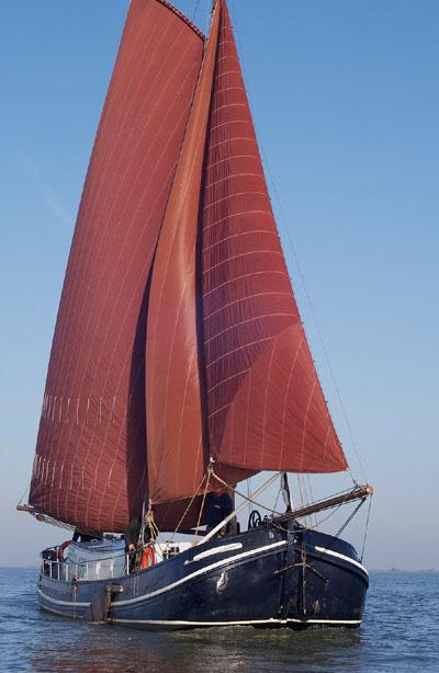 zeilen op IJsselmeer of Waddenzee met de tjalk Vrouwe Gerdina vanuit Monnickendam