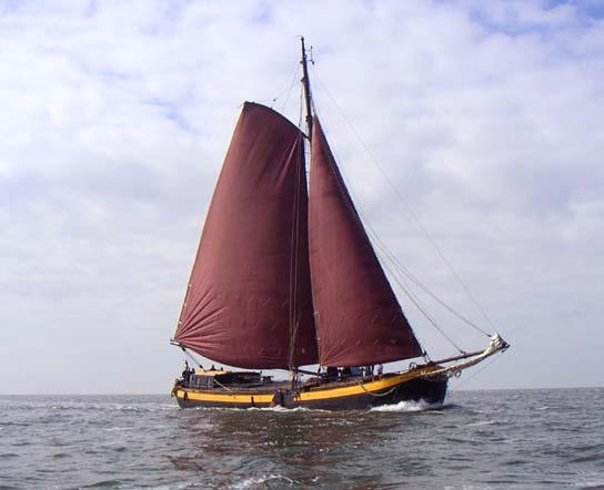 zeilen op IJsselmeer of Waddenzee met de eenmastaak Vertrouwen vanuit Harlingen