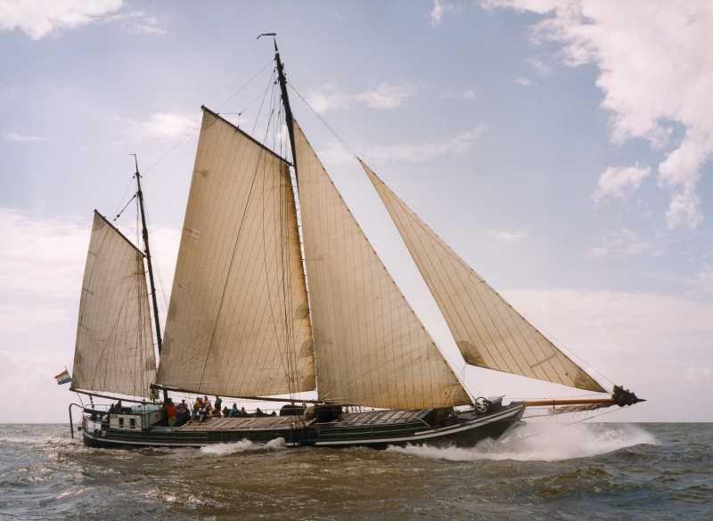 zeilen op IJsselmeer of Waddenzee met de keenaak Alida vanuit Harlingen