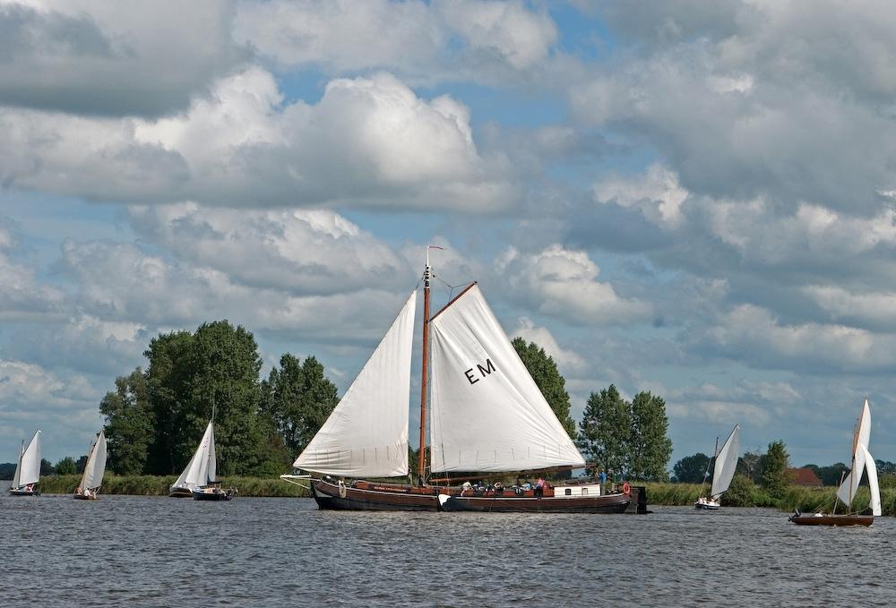 zeilen op IJsselmeer of Waddenzee met de tjalk Eke Maria vanuit Earnewald
