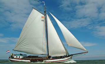 Segeln auf IJsselmeer oder Wattenmeer mit der Einmastaak Vriendentrouw ab Stavoren