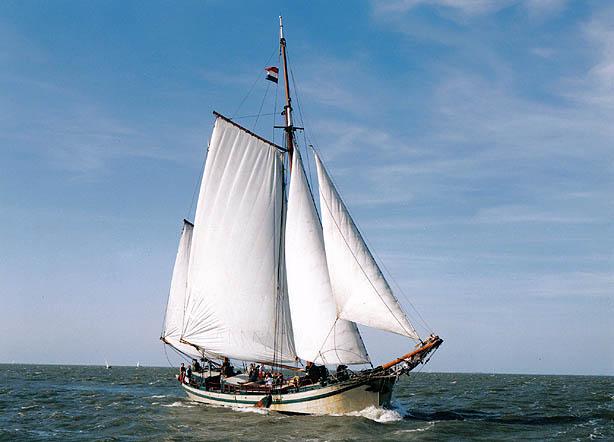 zeilen op IJsselmeer of Waddenzee met de tweemastklipper Arthur van Schendel vanuit Monnickendam