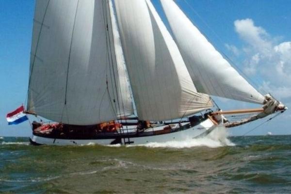 Segeln auf IJsselmeer oder Wattenmeer mit der Pavillontjalk Pelikaan ab Enkhuizen