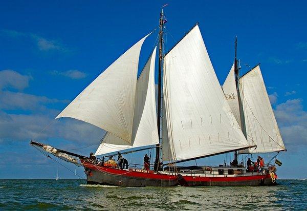 zeilen op IJsselmeer of Waddenzee met de klipperaak Moeke Zorn vanuit Enkhuizen