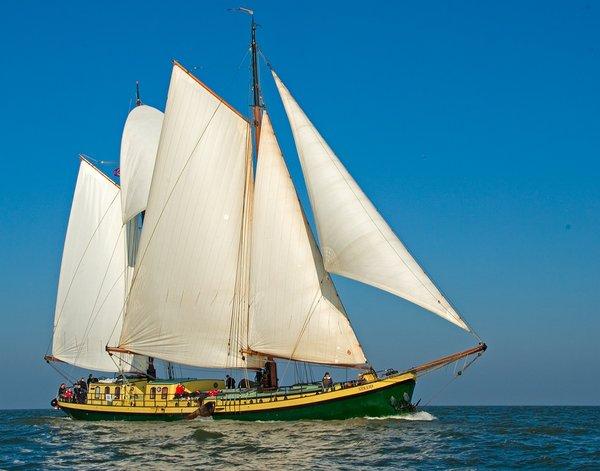 zeilen op IJsselmeer of Waddenzee met de tweemastklipper Strijd vanuit Enkhuizen