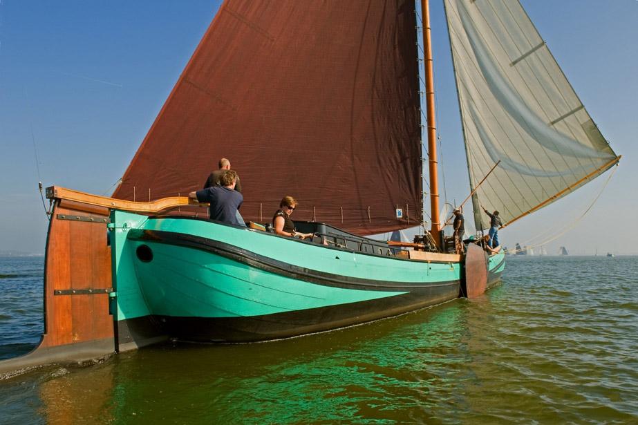 zeilen op IJsselmeer of Waddenzee met de skutsje Eenvoud vanuit Sneek