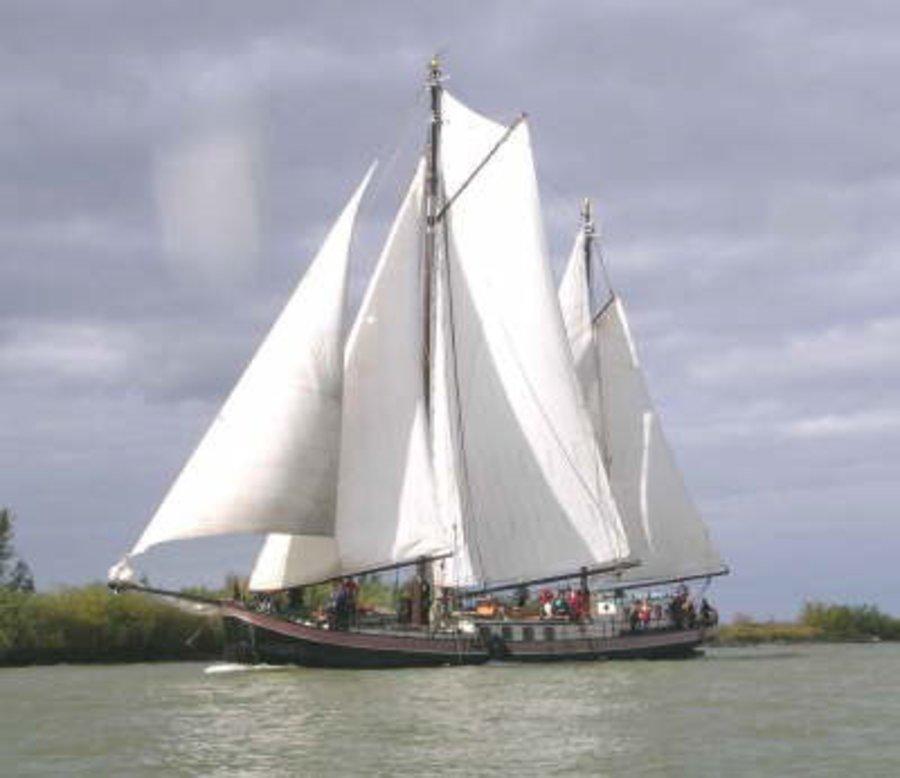 zeilen op IJsselmeer of Waddenzee met de tweemastklipper Elbrich vanuit Harlingen