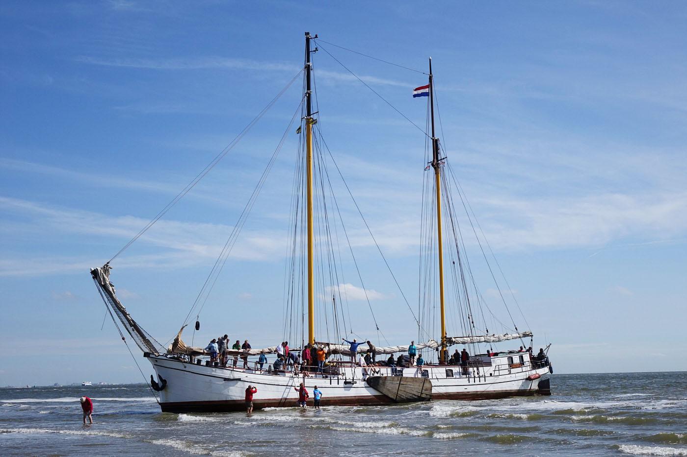 zeilen op IJsselmeer of Waddenzee met de tweemastklipper Actief vanuit Harlingen