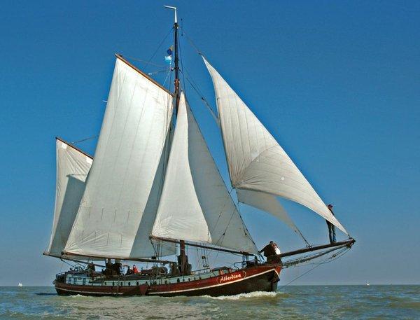 Segeln auf IJsselmeer oder Wattenmeer mit der Zweimastklipperaak Alberdina ab Enkhuizen