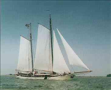 zeilen op IJsselmeer of Waddenzee met de tweemastklipper Alexandra vanuit Harlingen