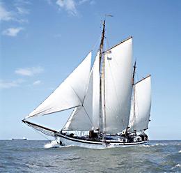 zeilen op IJsselmeer of Waddenzee met de tweemastklipper Amicitia vanuit Harlingen
