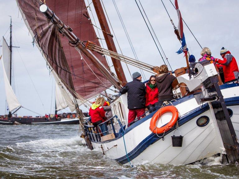 zeilen op IJsselmeer of Waddenzee met de eenmasttjalk Antonia Maria vanuit Harlingen