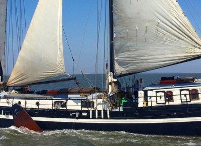 zeilen op IJsselmeer of Waddenzee met de tweemastklipperaak Antonia vanuit Harlingen