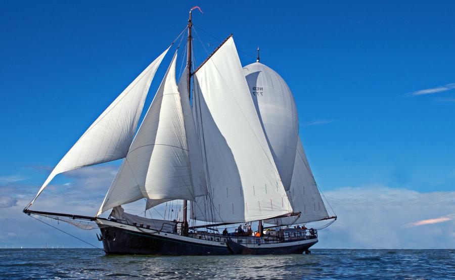 Segeln auf IJsselmeer oder Wattenmeer mit der Zweimastklipper Bontekoe ab Enkhuizen