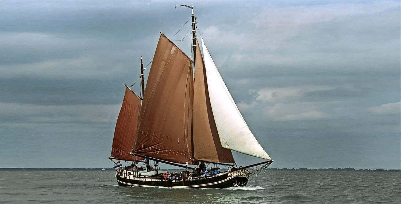 zeilen op IJsselmeer of Waddenzee met de klipperaak Chateauroux vanuit Monnickendam
