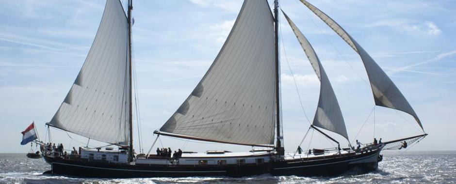 zeilen op IJsselmeer of Waddenzee met de tweemastklipper Dageraad vanuit Lemmer