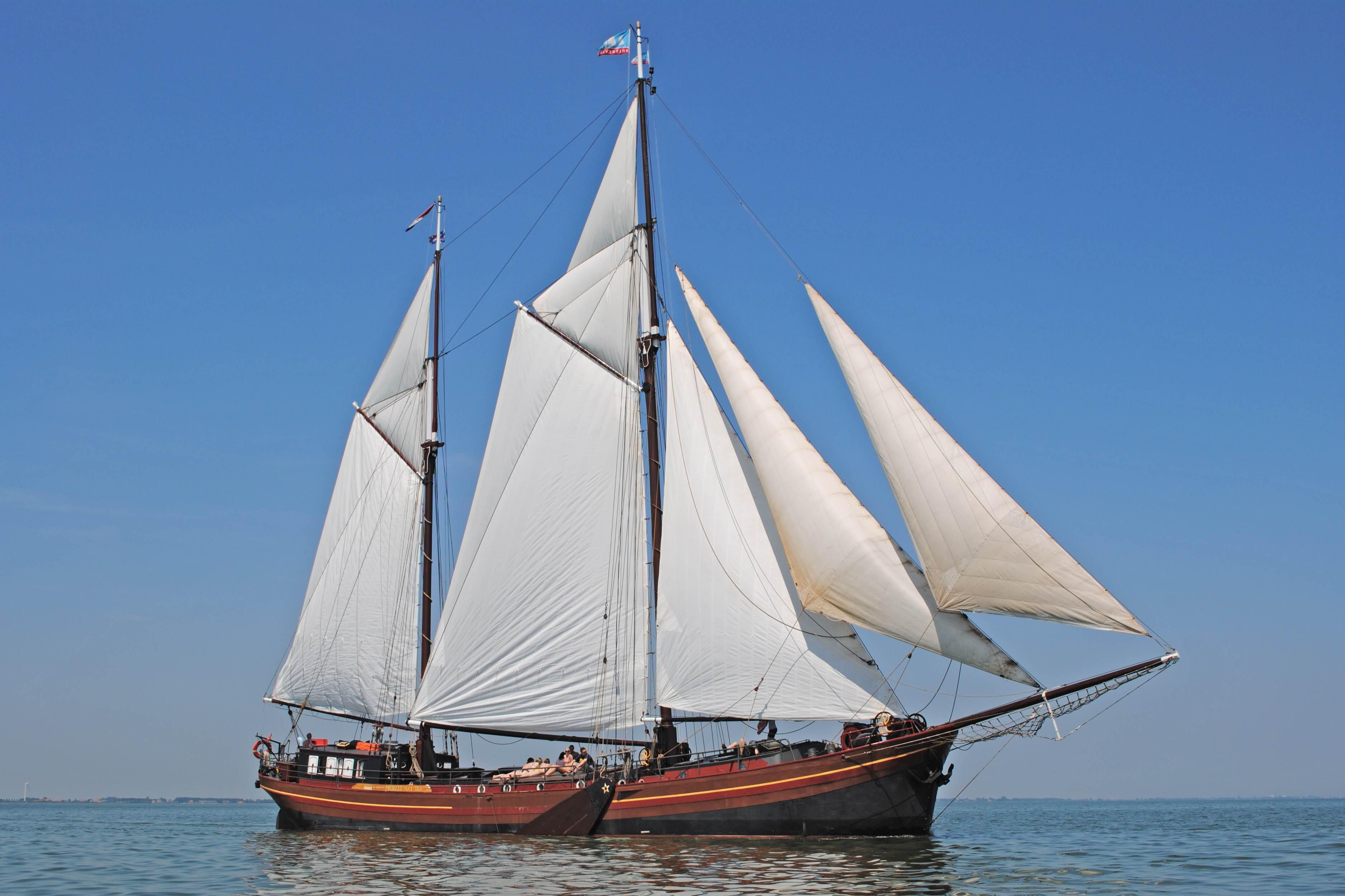Segeln auf IJsselmeer oder Wattenmeer mit der Zweimastklipper Dy Abt fan Starum ab Stavoren