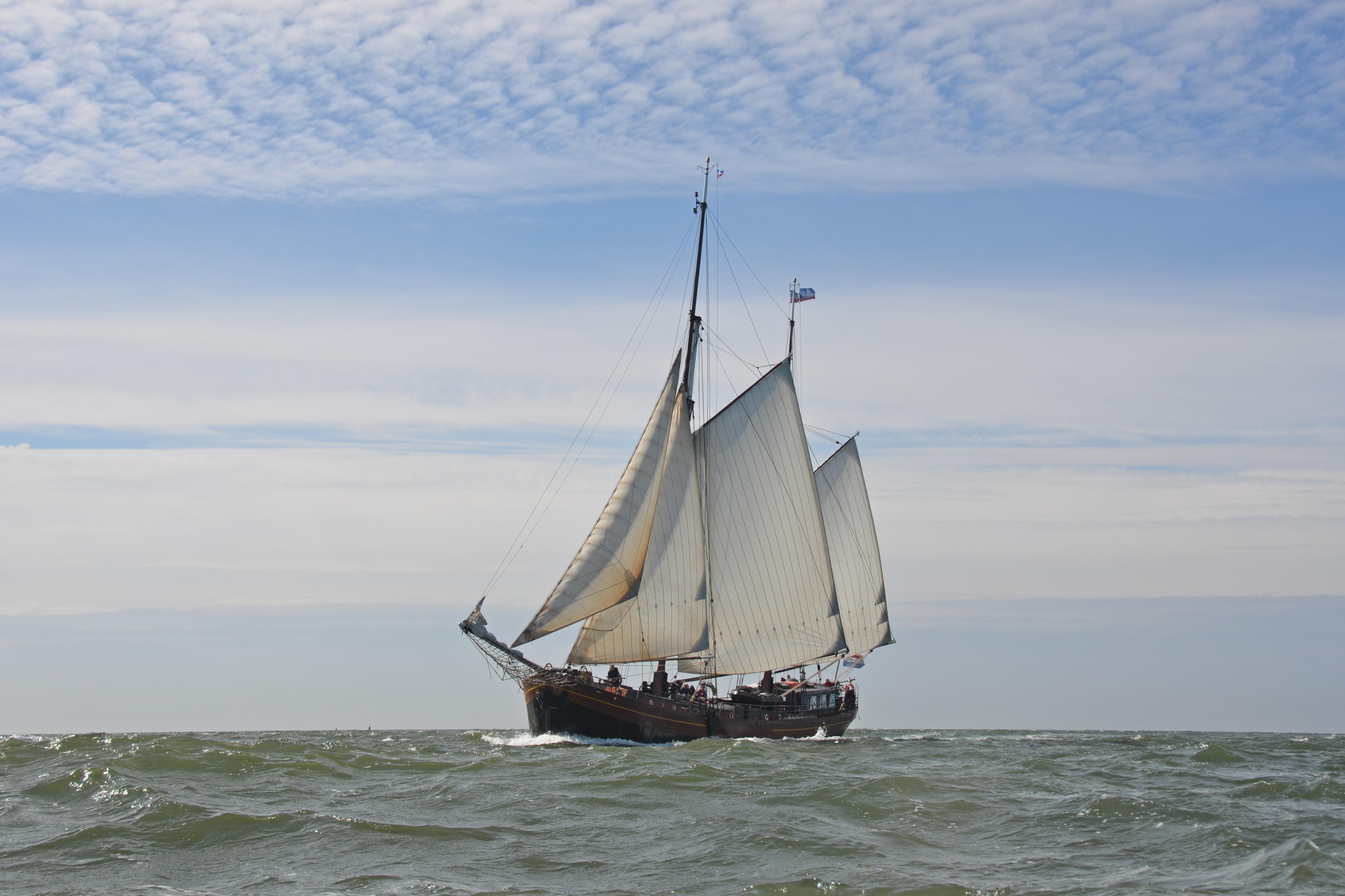 zeilen op IJsselmeer of Waddenzee met de tweemastklipper Dy Abt fan Starum vanuit Stavoren