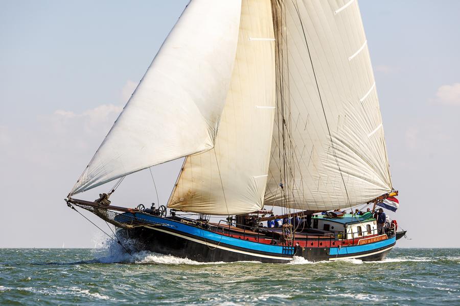 zeilen op IJsselmeer of Waddenzee met de tweemastklipper Eendracht vanuit Harlingen