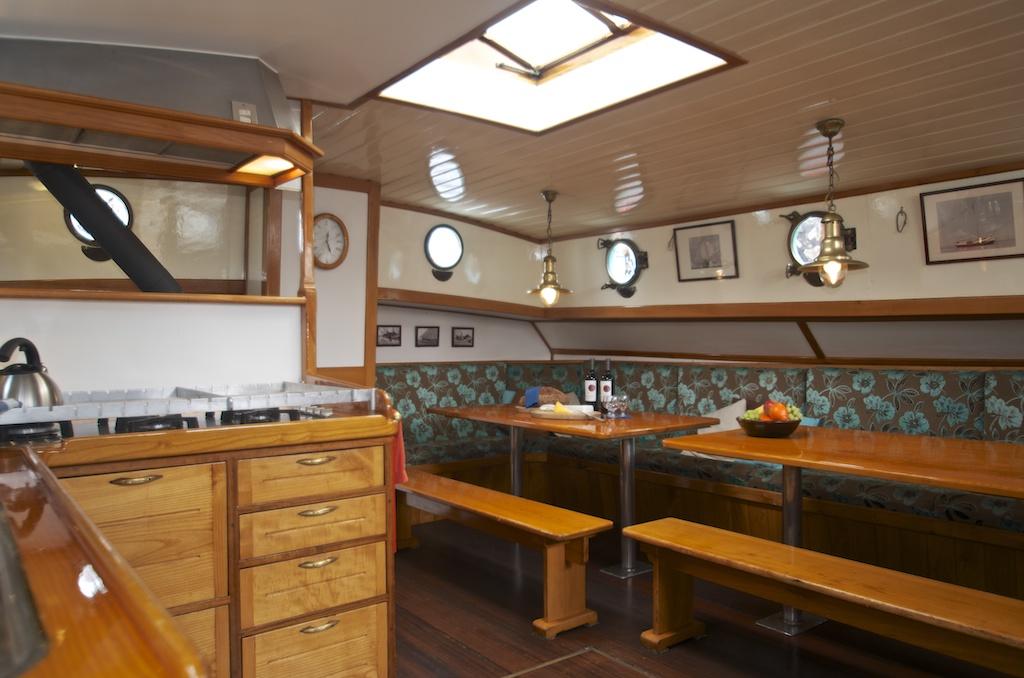 zeilen op IJsselmeer of Waddenzee met de tjalk Eendracht vanuit Enkhuizen