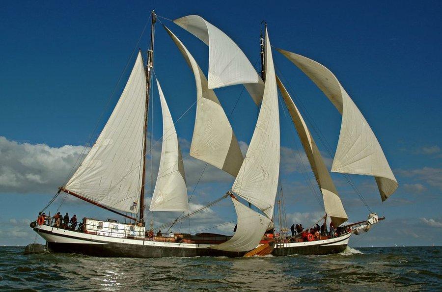 zeilen op IJsselmeer of Waddenzee met de tweemastklipper Eensgezindheid vanuit Enkhuizen