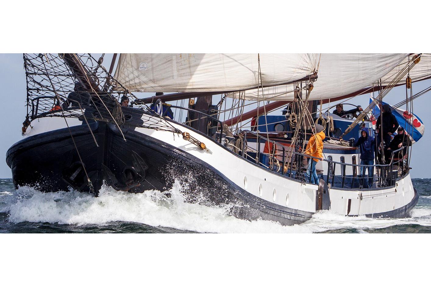 zeilen op IJsselmeer of Waddenzee met de tweemasttjalk Eersteling vanuit Harlingen