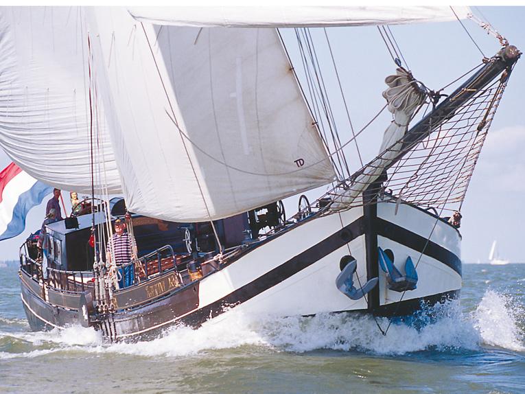 zeilen op IJsselmeer of Waddenzee met de stevenaak Egberdina vanuit Hoorn