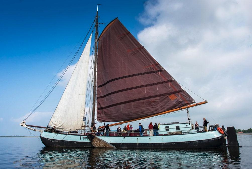 zeilen op IJsselmeer of Waddenzee met de tjalk Emma vanuit Lemmer