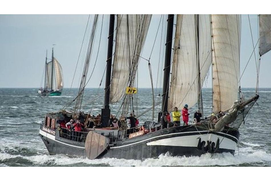 zeilen op IJsselmeer of Waddenzee met de tweemastklipper Frans Horjus vanuit Harlingen