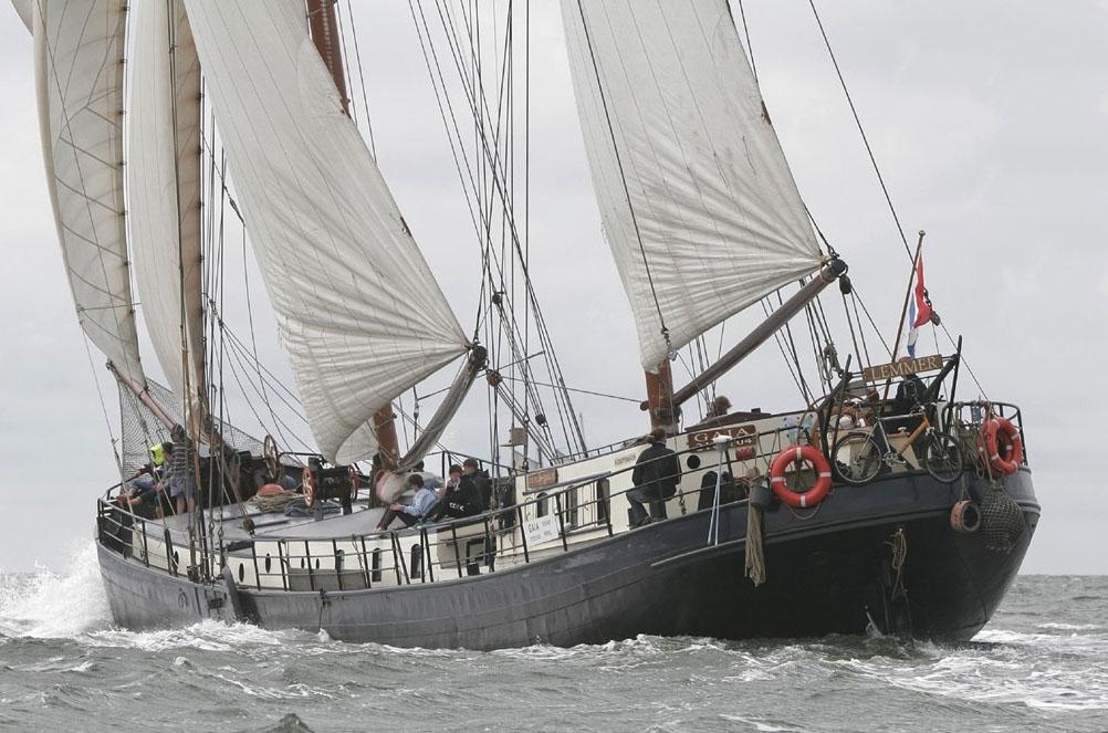 zeilen op IJsselmeer of Waddenzee met de tweemastklipper Gaia vanuit Lemmer