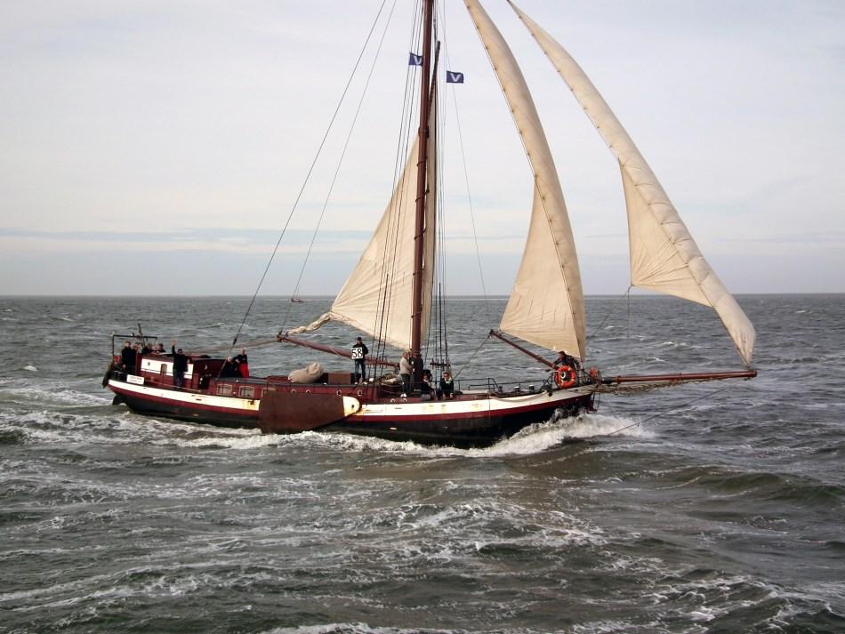 zeilen op IJsselmeer of Waddenzee met de eenmastklipper Gouden Bodem vanuit Harlingen