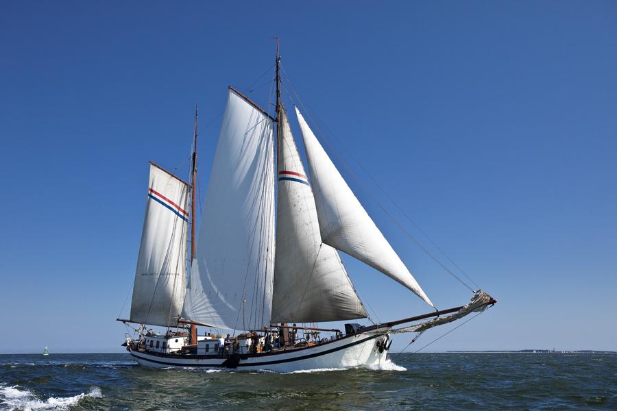 zeilen op IJsselmeer of Waddenzee met de tweemastklipper Hollandia vanuit Harlingen