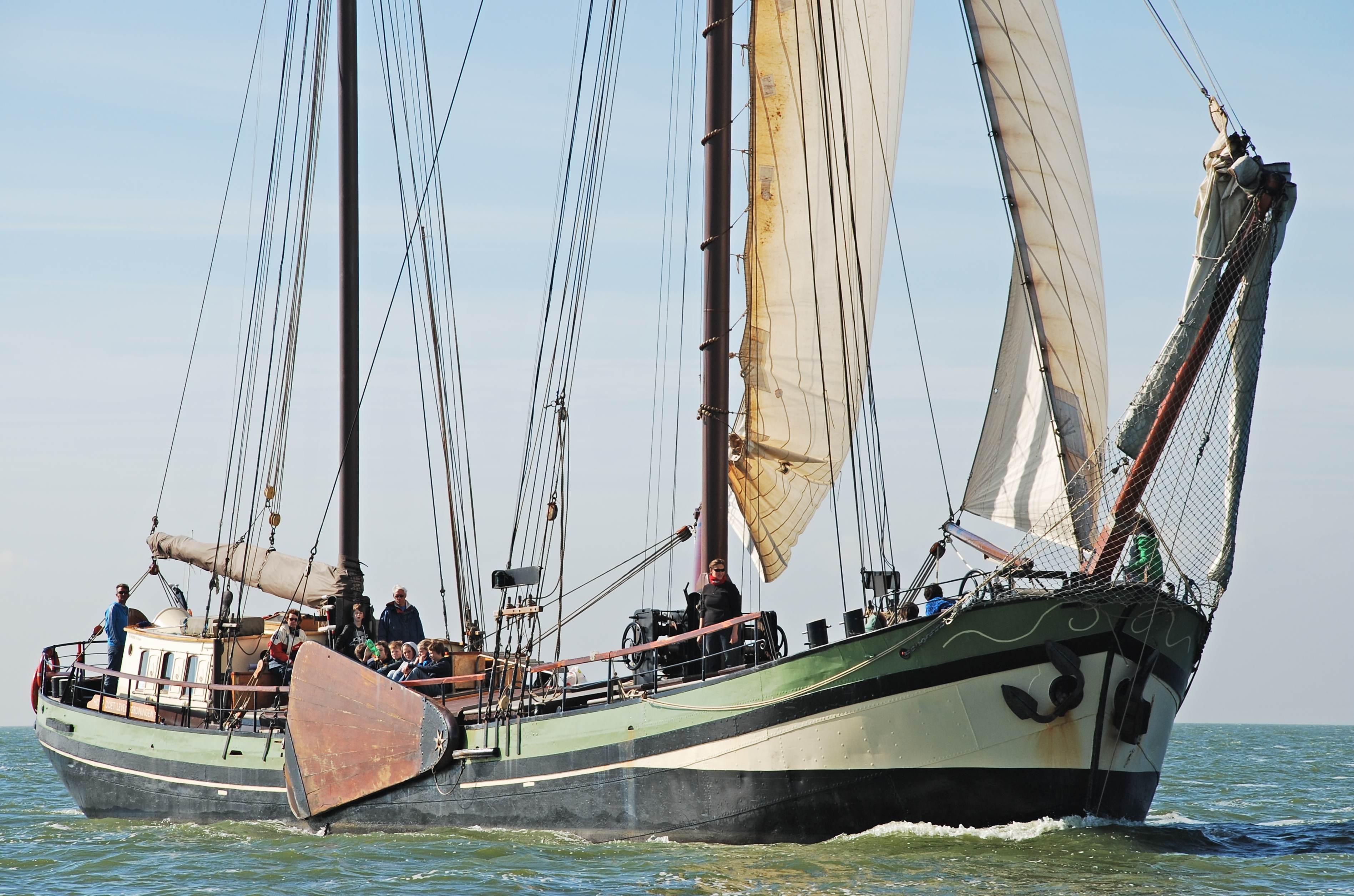 zeilen op IJsselmeer of Waddenzee met de tweemastklipper Hoop Doet Leven vanuit Stavoren