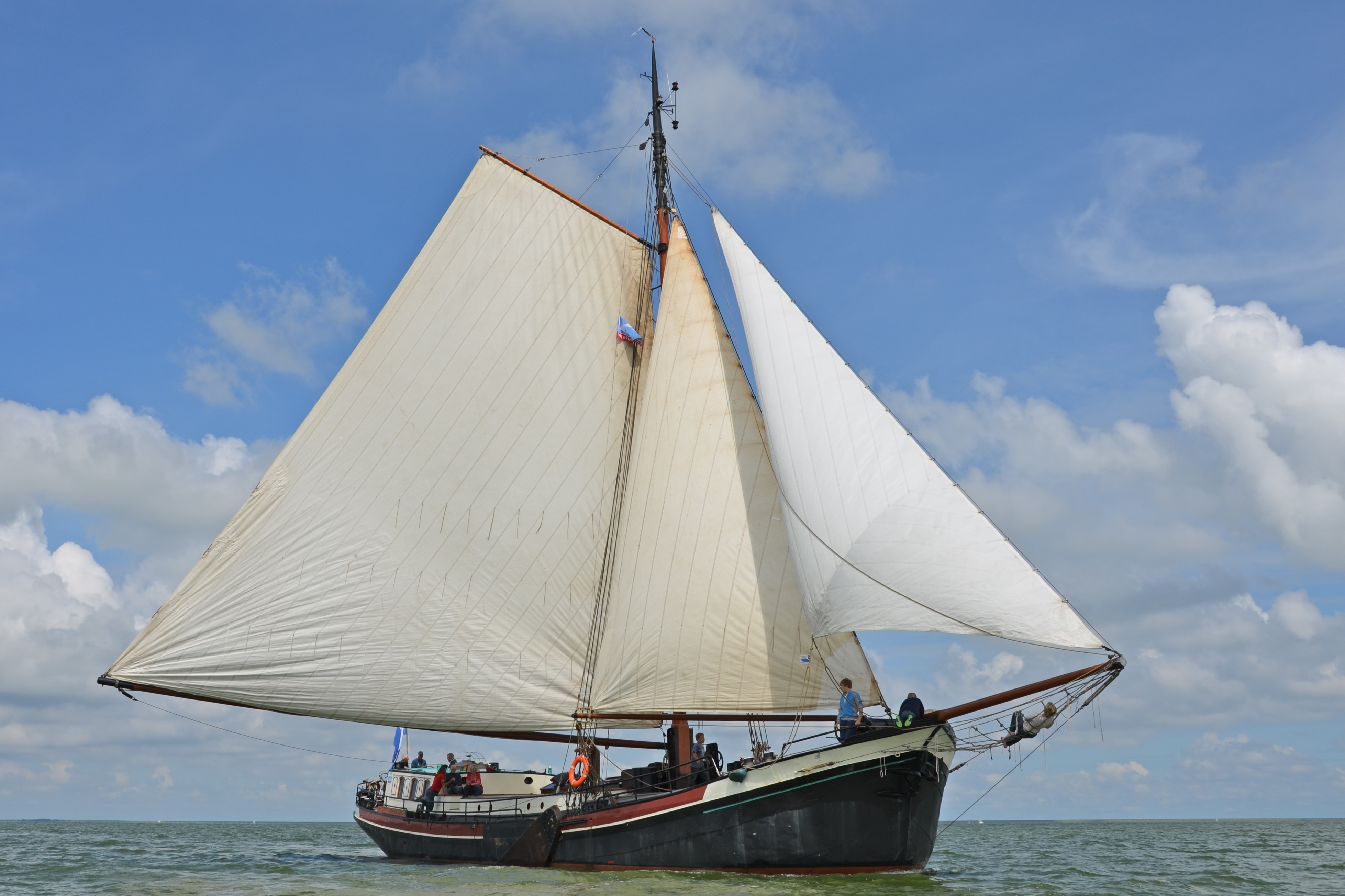 zeilen op IJsselmeer of Waddenzee met de eenmastklipper Lena Adriana vanuit Stavoren