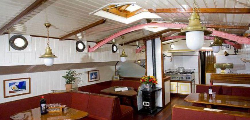 zeilen op IJsselmeer of Waddenzee met de tjalk Lis vanuit Muiden