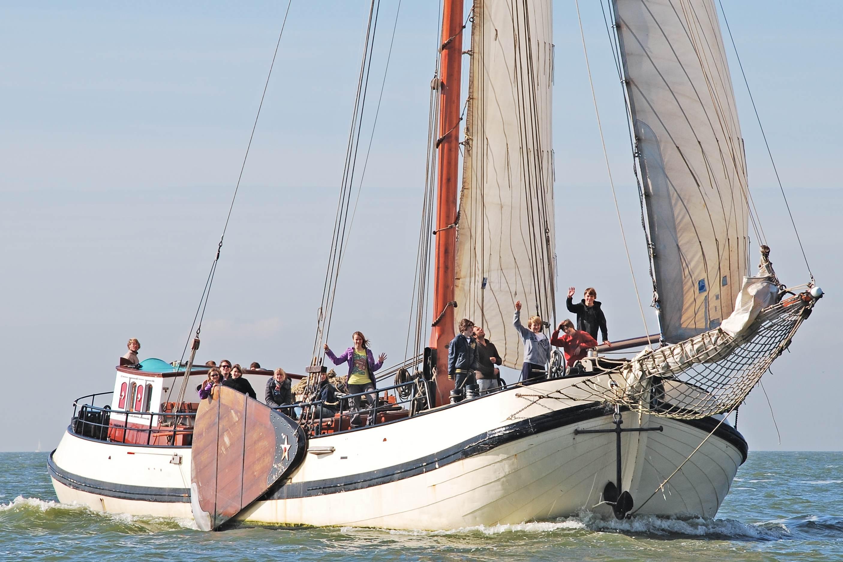 zeilen op IJsselmeer of Waddenzee met de eenmasttjalk Middelsee vanuit Stavoren