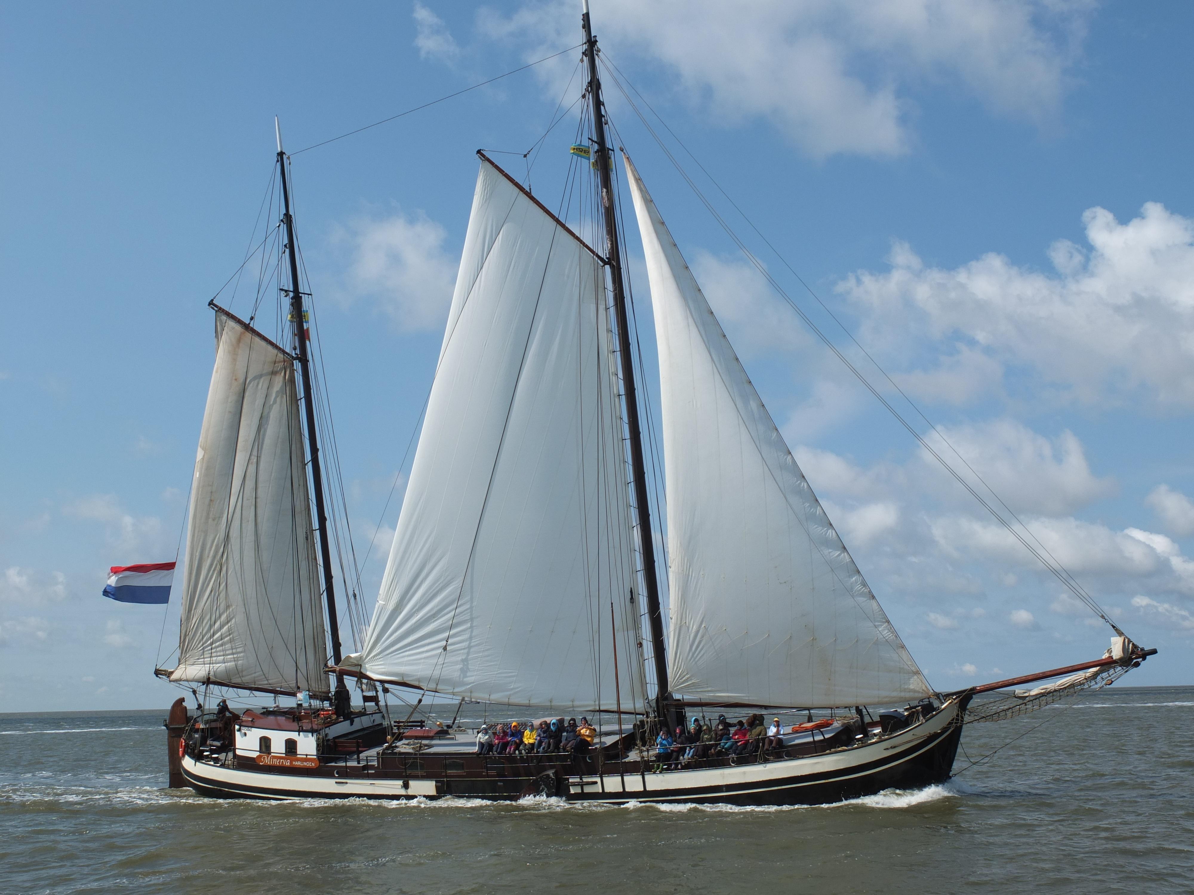 zeilen op IJsselmeer of Waddenzee met de stevenaak Minerva vanuit Harlingen
