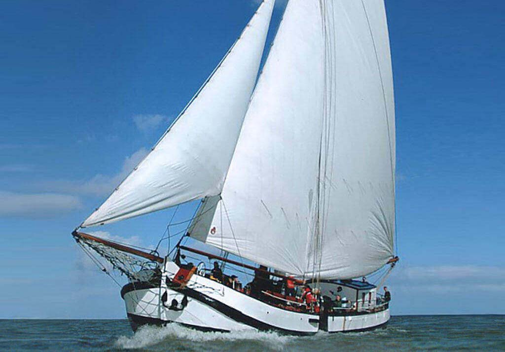 zeilen op IJsselmeer of Waddenzee met de eenmasttjalk Nieuwe Zorg vanuit Muiden