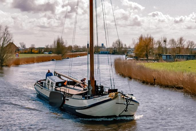 zeilen op IJsselmeer of Waddenzee met de skutsje Nijverheid vanuit Grou