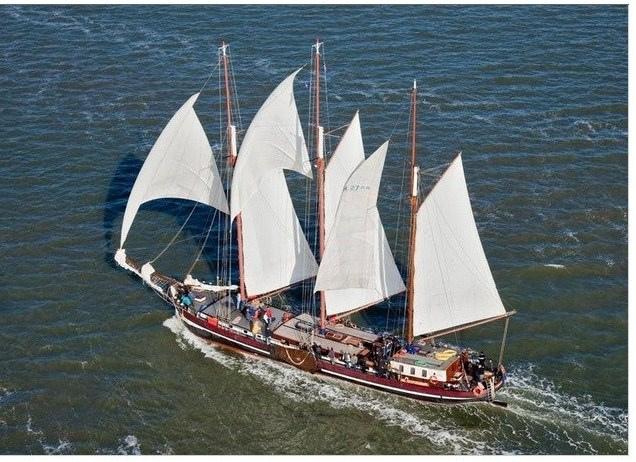zeilen op IJsselmeer of Waddenzee met de driemastgaffelschoener Nil Desperandum vanuit Enkhuizen