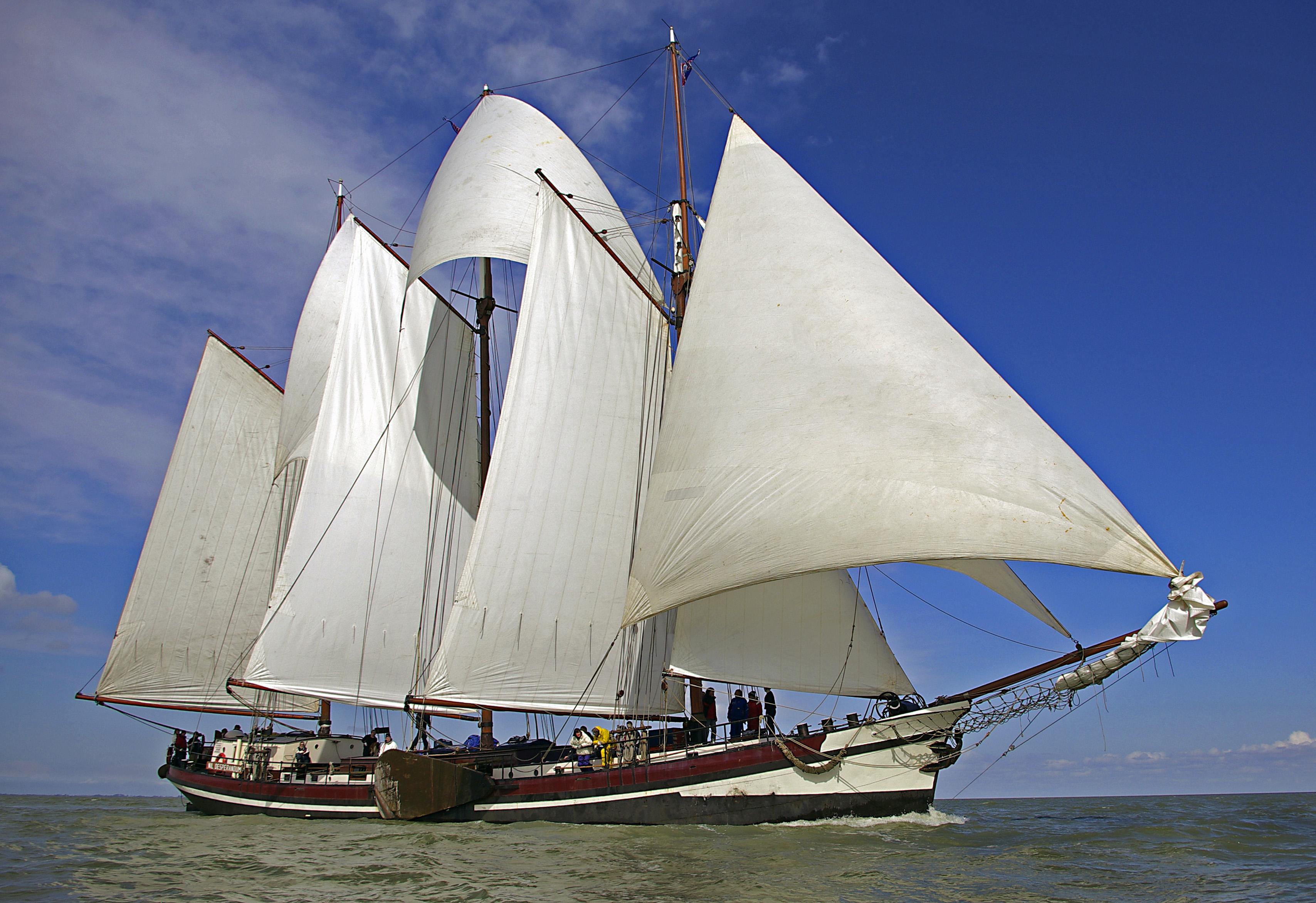 Segeln auf IJsselmeer oder Wattenmeer mit der Dreimastgaffelschoner Nil Desperandum ab Enkhuizen