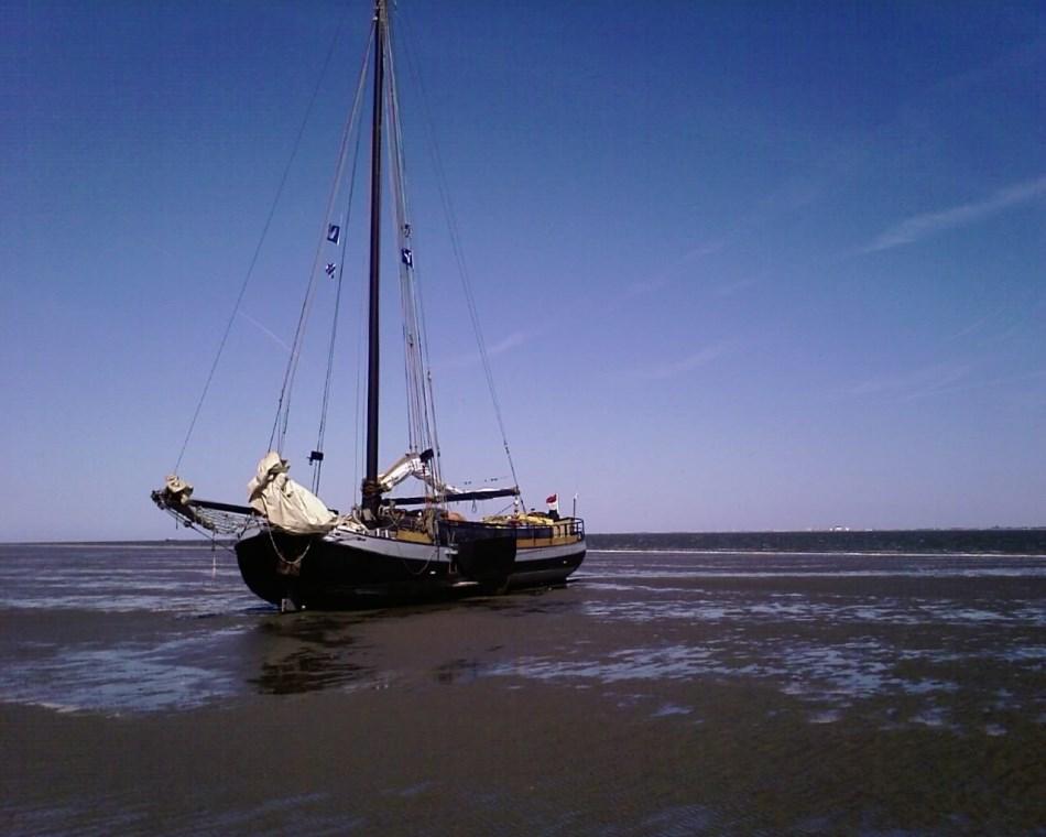 zeilen op IJsselmeer of Waddenzee met de eenmasttjalk Ontmoeting vanuit Harlingen