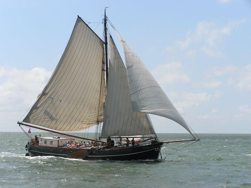 zeilen op IJsselmeer of Waddenzee met de klipperaak Onverwacht vanuit Makkum