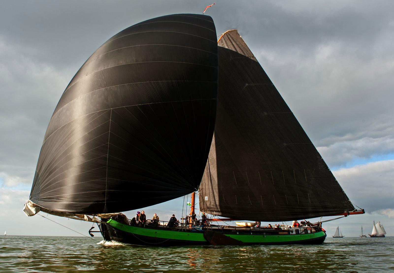 zeilen op IJsselmeer of Waddenzee met de eenmasttjalk Overwinning vanuit Harlingen