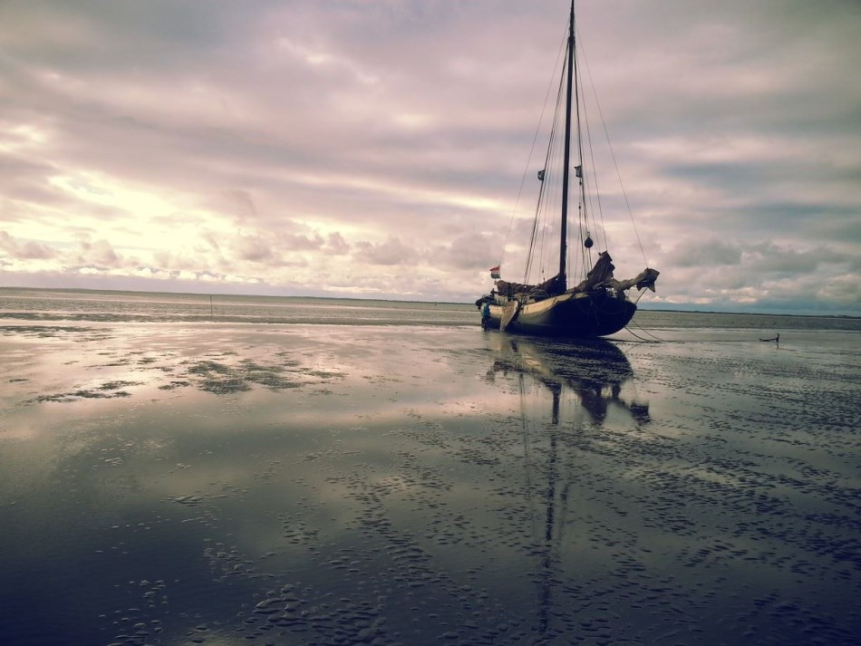 zeilen op IJsselmeer of Waddenzee met de eenmasttjalk Ouderzorg vanuit Harlingen