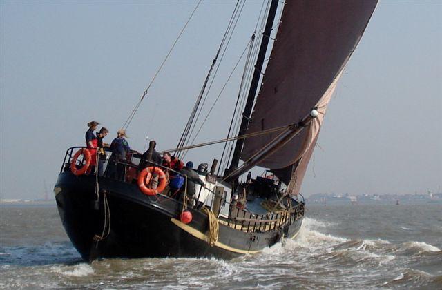 zeilen op IJsselmeer of Waddenzee met de eenmastklipper Risico vanuit Harlingen